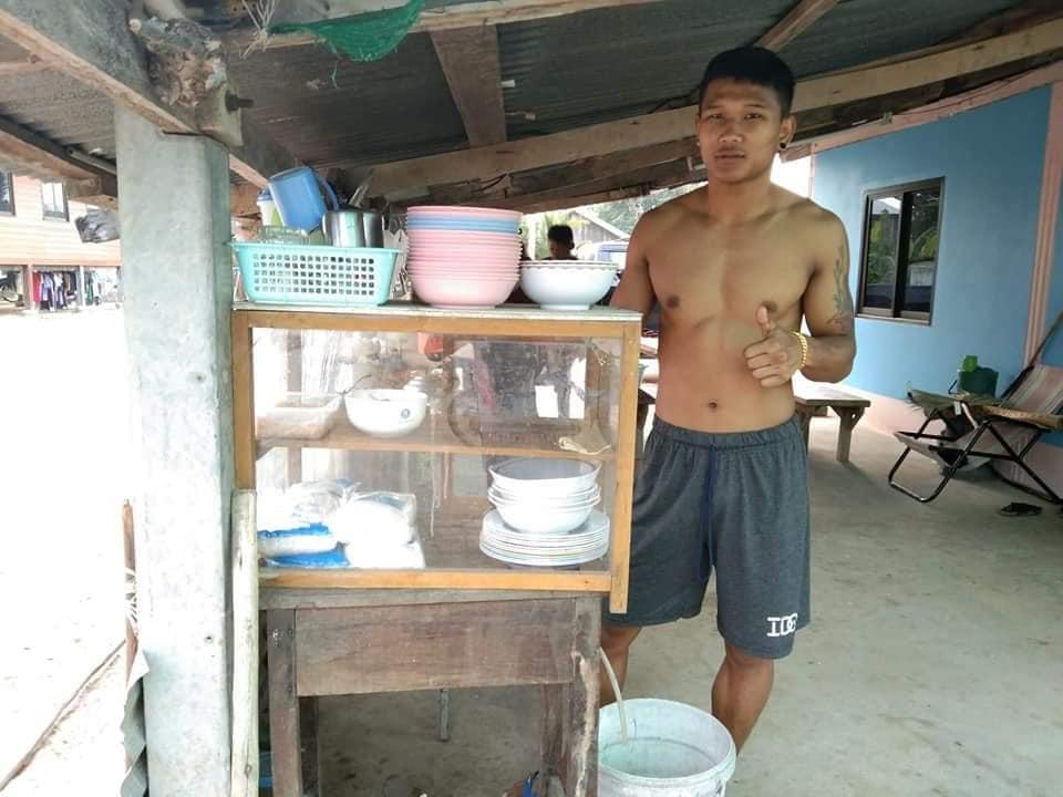 Kulabdam selling guayteow in surin