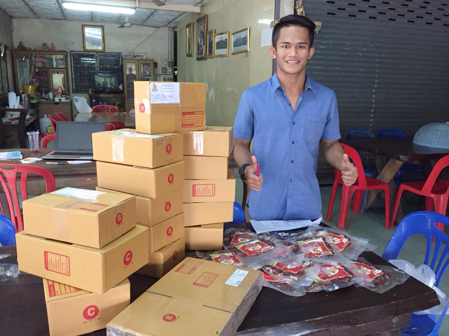 Yodkhunsuek Mubanchombueng selling dried pork