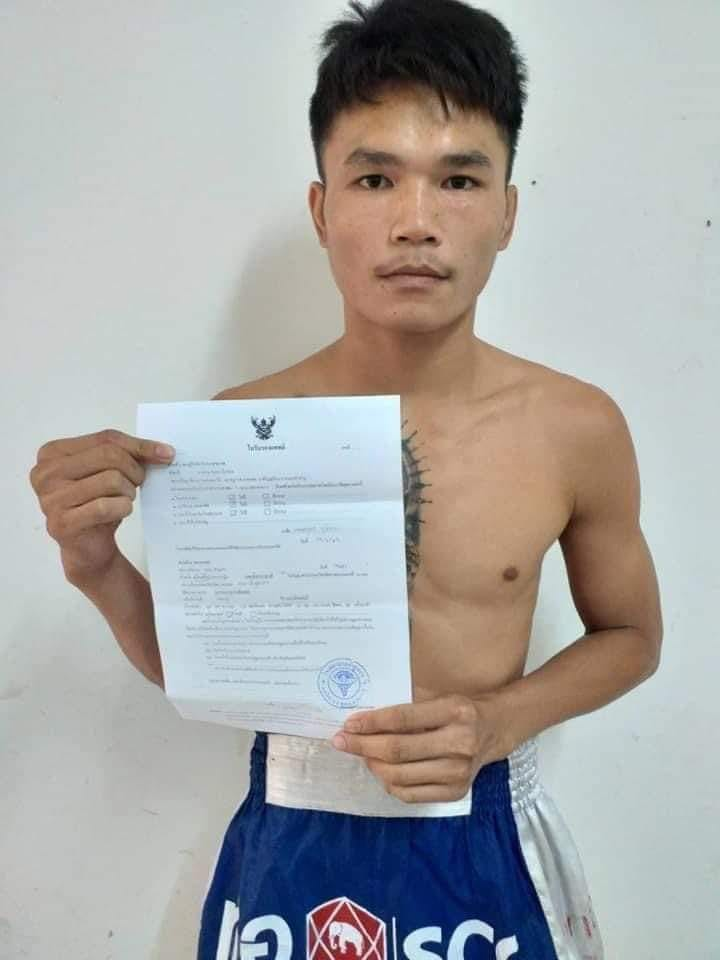 Samingdam Chor. Jolbun with his medical certificate. He successfully defended his title 122 lb Omnoi Stadium title on July 4