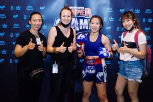 women support superchamp muay thai boxing
