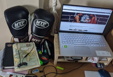 laptop computer blog boxing gloves