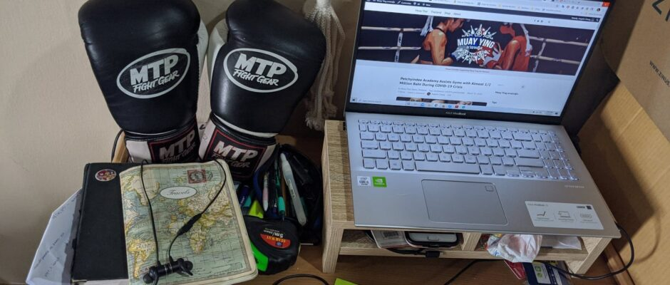 laptop computer blog boxing gloves